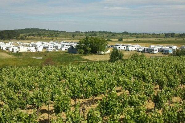 Fleury-d'Aude - campement sauvage de 200 caravanes d'une communauté évangéliste - 11 juin 2013.