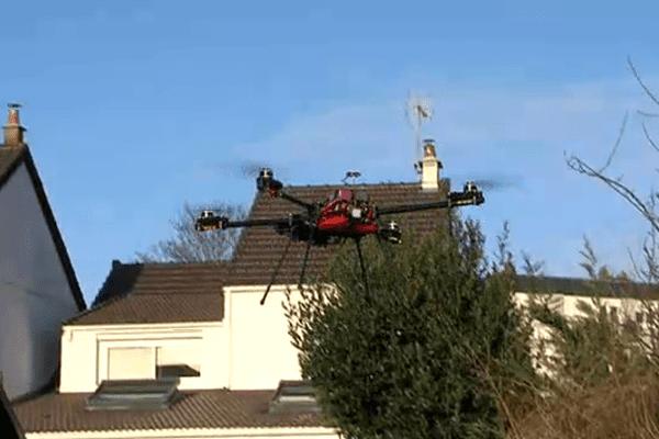 Un drone ce mercredi dans le quartier Montmorency d'Hérouville-Saint-Clair.