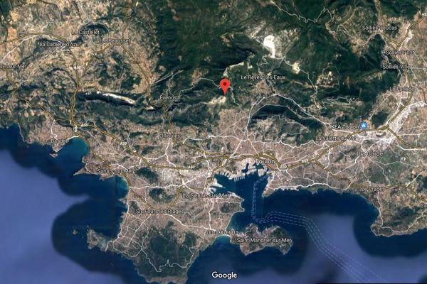 Le feu s'est déclaré dans le vallon des Bonnes Herbes, dans le massif du Baou des Quatre Oures à Toulon.