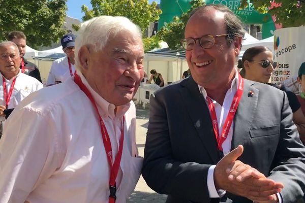 Raymond Poulidor et François Hollande au départ de l'étape du jour.