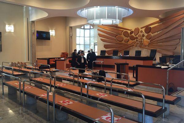 L'audience s'est ouverte ce matin , à 9 heures, à la Cour d'Appel de Reims.