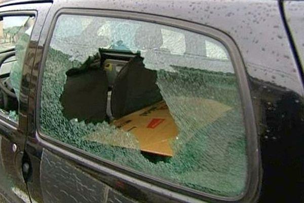 Perpignan - une vingtaine de voitures vandalisées dans la nuit de samedi à dimanche dans le quartier Saint-Martin - 19 janvier 2014.