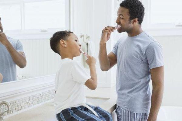 Pour avoir des dents saines, l'Union française pour la santé bucco-dentaire (UFSBD) préconise, vendredi 15 novembre, de se brosser les dents deux fois par jour.