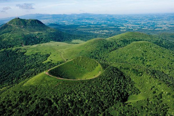 Depuis l'inscription de la chaîne des Puys au patrimoine mondial de l'UNESCO en 2018, la gestion des forêts est particulièrement scrutée. Les propriétaires forestiers doivent respecter certaines règles pour que le site reste harmonieux et surtout pour conserver le titre. L'inscription à l'UNESCO n'est pas définitive, elle est renouvelée tous les six ans.