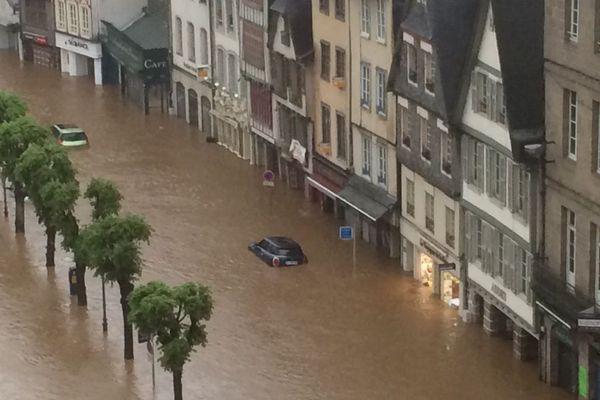 Les rues du centre-ville de Morlaix ont une nouvelle fois été inondées, suite aux importants orages.