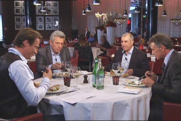 Guy Novès, Claude Onesta, Alain Casanova et Pierjean Frison sur le plateau de l'enregistrement dans un restaurant toulousain