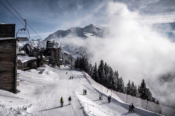 Illustration. Le nombre de journée skieurs est passé de 0,3 million contre plus de 11 millions, à l'exercice précédent. / © Jeff Pachoud/AFP