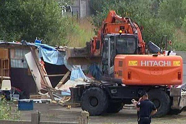 Le camp de Roms du quartier de l'Eure au Havre a été évacué et détruit.