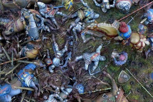 Avant le massacre d'Azincourt, la chevalerie française s'était violemment divisée entre Armagnacs et Bourguignons.