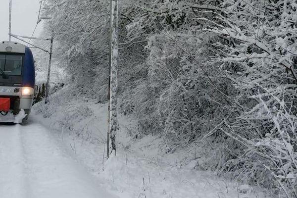La ligne SNCF a rouvert entre Lyon, Grenoble et Chambéry après les fortes chutes de neige, dimanche 3 février.