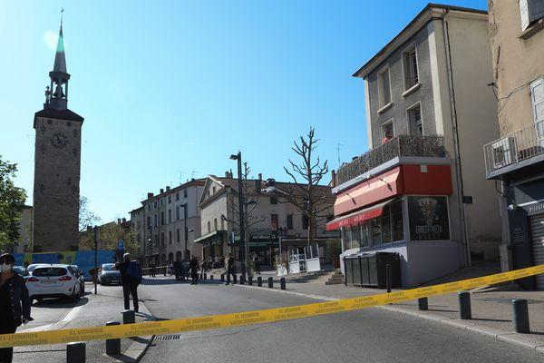 Un homme a poignardé 7 personnes, dans le centre-ville de Romans, en plein confinement.