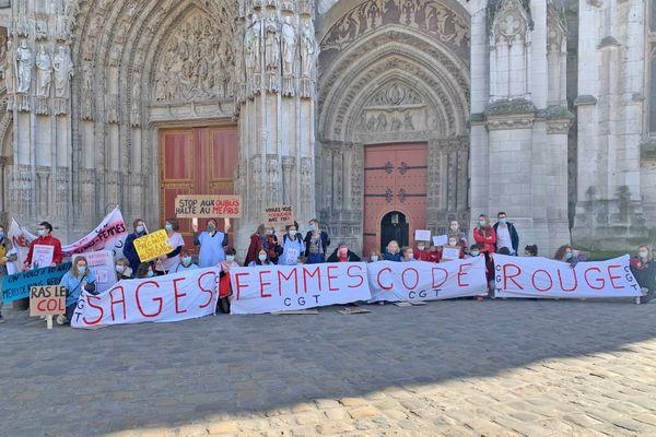 Manifestation des sages femmes devant la cathédrale de Rouen le 24 février 2021