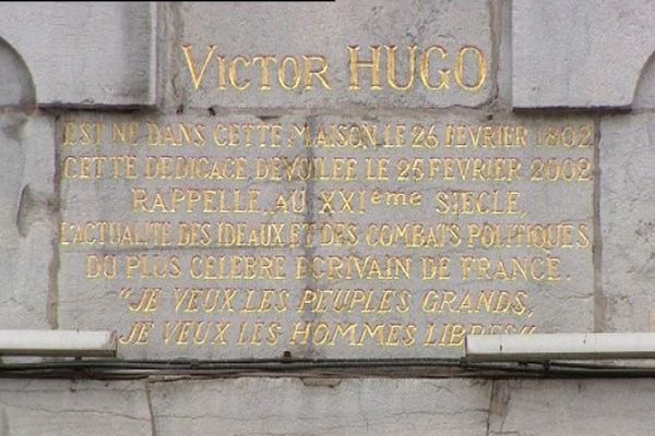 L'inscription sur la façade du 140 grande-Rue