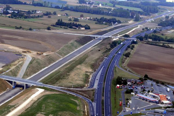Vue aérienne du tracé de la LGV Tours-Bordeaux