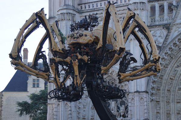 L'araignée Kumo sur la place Saint-Pierre à Nantes, le 8 juillet 2016.