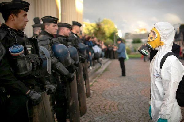 Manifestation dans les rues de Rouen ce mardi 1er octobre après l'incendie de l'usine chimique Lubrizol