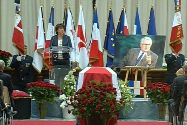 Hommage à Pierre Mauroy en mairie de Lille ce jeudi matin.