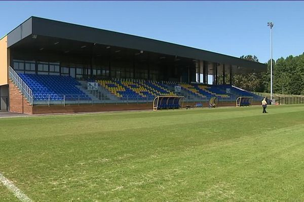 La pelouse du stade du Pau FC n'est toujours pas homologuée par la fédération française de football.