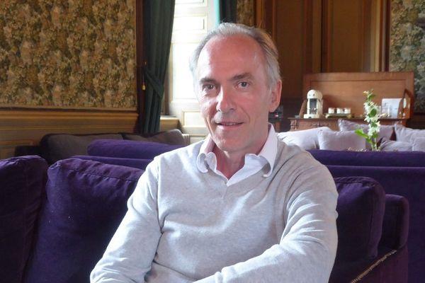 Mathias Echène à l'époque où il voulait ouvrir un hôtel dans le palais épiscopal de Rodez.