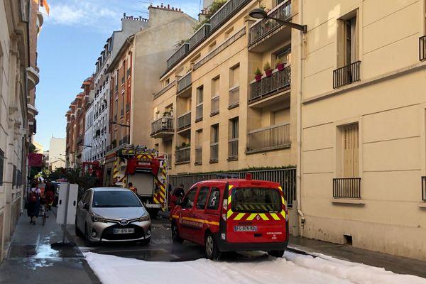 Les pompiers sont encore sur les lieux de l'incendie par précaution