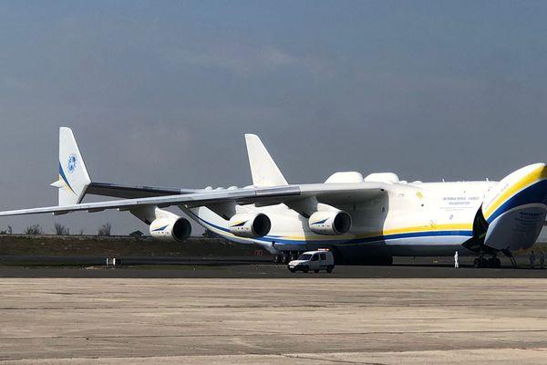 Le plus gros avion du monde s'est posé sur le tarmac de l'aéroport Paris-Vatry ce dimanche 19 avril vers 11h15.