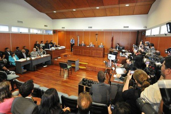 Trois Argentins aux origines modestes sont face à leurs juges au tribunal de Salta, accusés d'avoir battu, violé et abattu deux Françaises, dont Cassandre Bouvier, en 2011, pendant leurs vacances dans le nord-ouest de l'Argentine.