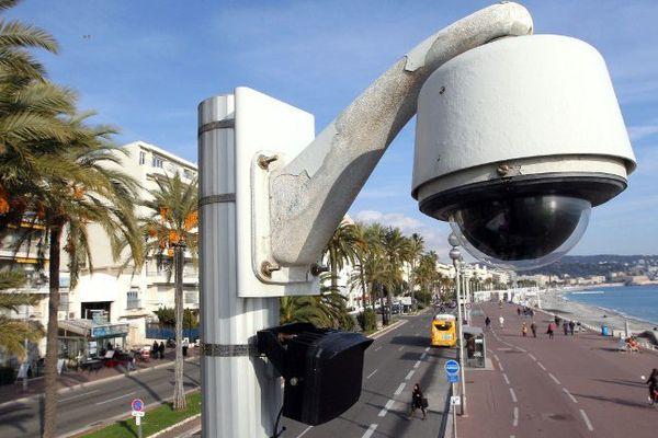 L'une des 1.000 caméras niçoises.