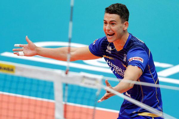 Jenia Grebennikov est né à Rennes, en 1990. Il a été sélectionné dans l'équipe de France de volley-ball pour les prochains Jeux Olympiques.