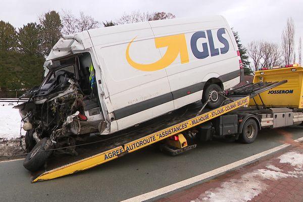 Le conducteur de la camionnette percutée par un TER est gravement blessé.