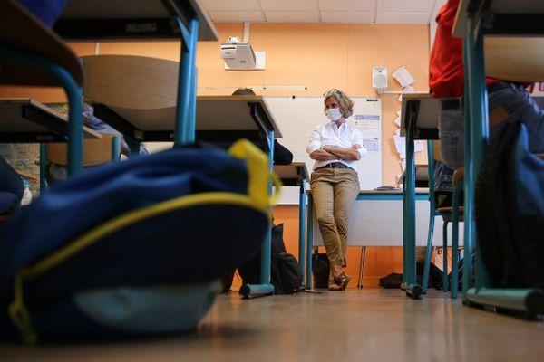 Illustration. Les professeurs des collèges retrouvent leurs élèves, dès ce lundi 3 mai, après une absence due au reconfinement et aux vacances.