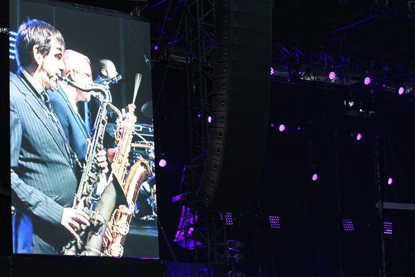 En première partie The Excitements a donné des airs de rythm'n'blues au stade Marcel Michelin