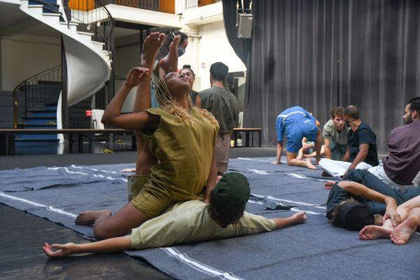 Le Ballet de Lorraine, dirigé par Petter Jacobsson présente de nouvelles créations. Cette saison, Loïc Touzé et Maud Le Pladec sont les chorégraphes de ce Programme 3, avec respectivement No Oco et Static Shot.