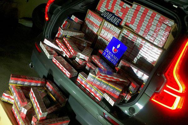 La voiture immatriculée en Allemagne contenait 347 cartouches de cigarettes lors du contrôle des douaniers, le 23 juin 2019.