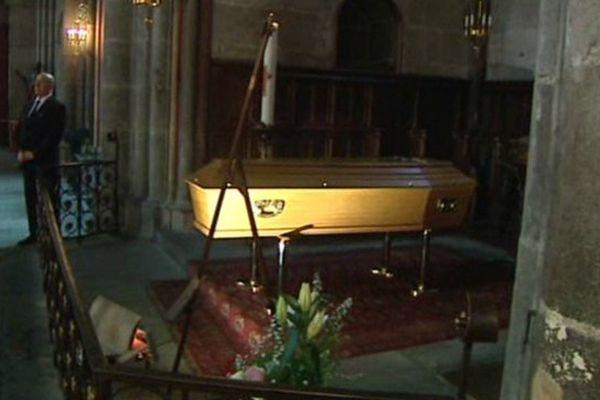 La chapelle ardente où repose François Michelin est ouverte au public lundi de 8h30  à 20 h30.