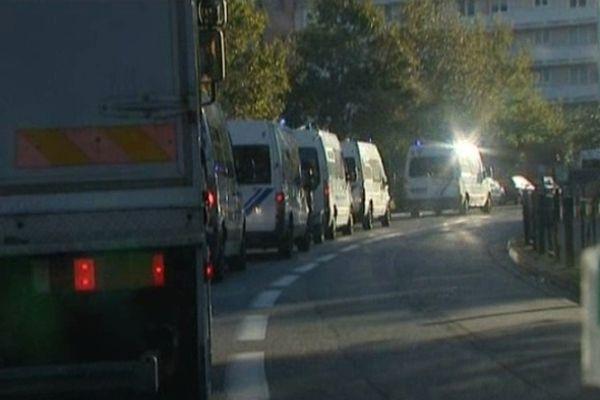 Convoi de CRS à destination de l'école Ohr-Torah