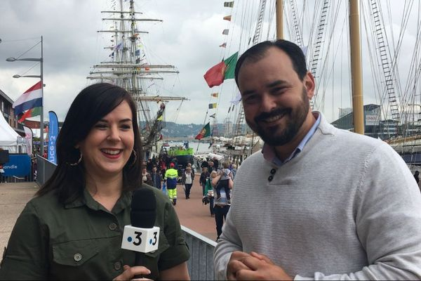 """Javier et Caroline se sont rencontrés lors de l'Armada 2008 et """"un petit bébé Armada est en route pour décembre """" !"""