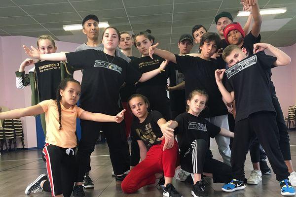 L'équipe de dimension 34 : 7 filles et 6 garçons de la région d'Agde s'entraînent avec passion pour la grand'messe du Hip Hop : le Battle of the Year qui aura lieu samedi 4 mai à Montpellier.