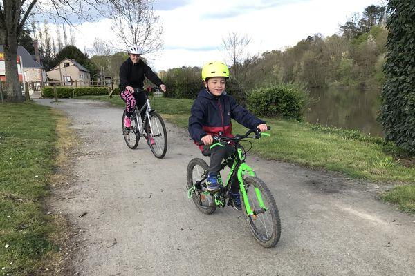 A pied , à cheval ou en vélo : le chemin de halage est incontournable en Mayenne
