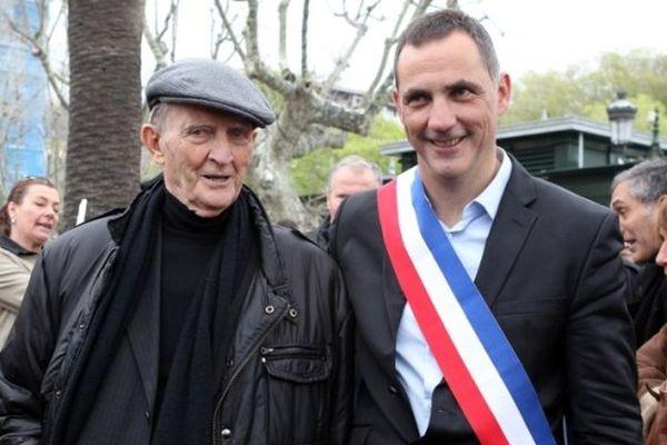 05/04/14 - Le nouveau maire de Bastia, Gilles Simeoni, aux côtés de son père Edmond Simeoni, figure du nationaliste corse