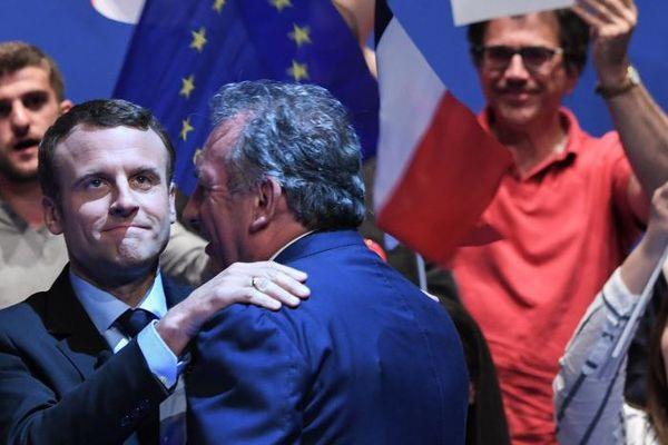 Emmanuel Macron et son allié François Bayrou lors d'un meeting à Pau
