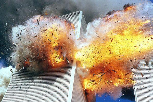 Un deuxième avion percute la tour sud du World Trade Center