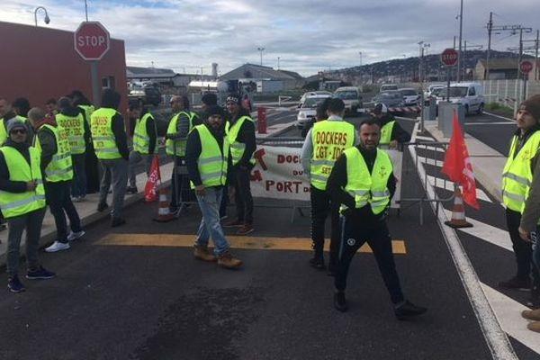 Les dockers de Sète bloquent l'accès au Port ce lundi matin - 3 décembre 2018