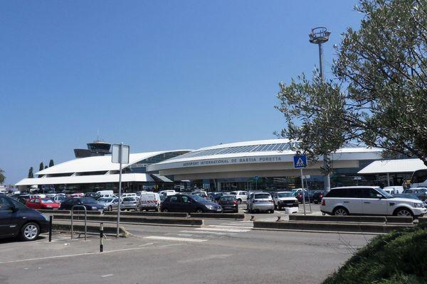 L'attentat s'est produit dans un parking de l'aéroport, dans une agence de location de voitures.