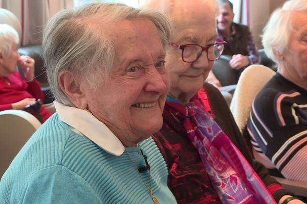 Marcelle, 100 ans, vient trois fois par semaine à l'Ehpad Saint-Joseph à Aurillac pour animer des ateliers