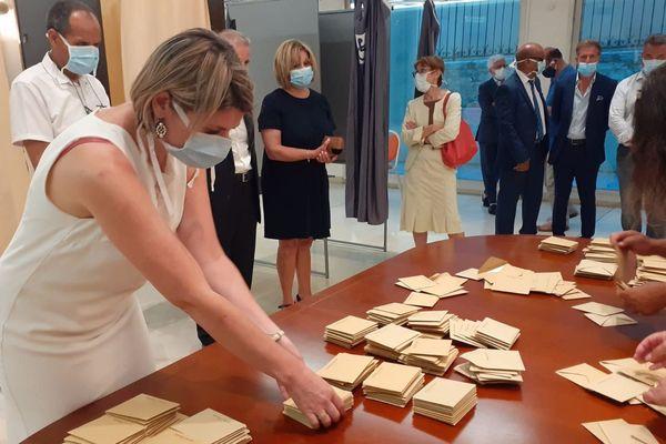 Juin 2020 : dépouillement des votes en mairie de Vallauris-Golfe Juan (Alpes-Maritimes).