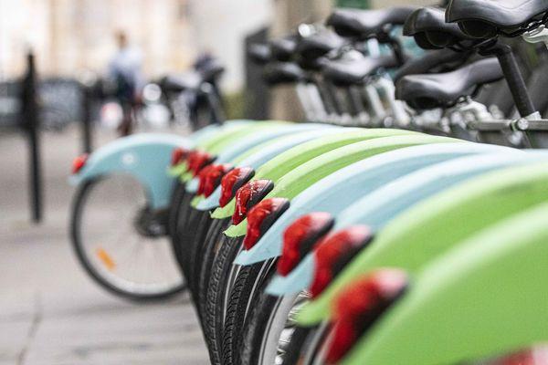 Smovengo annonce que 16 000 Vélib' sont aujourd'hui déployés en région parisienne.