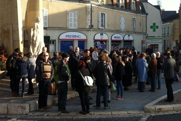 Une centaine de personnes ce samedi place de la résistance à Bourges