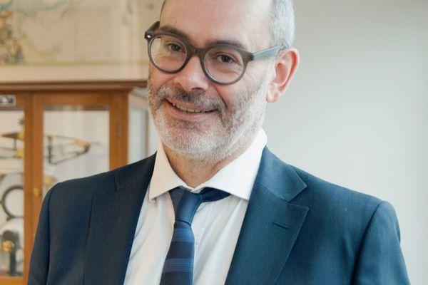 Vincent Maréchal est Professeur de Virologie à Sorbonne Université, où il dirige l'UFR de Sciences de la Vie depuis 2015.