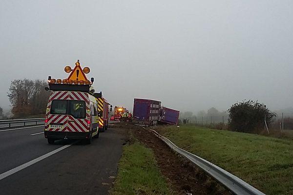 Un poids lourd couché sur l'A11 à hauteur d'Angers le 16 novembre 2018