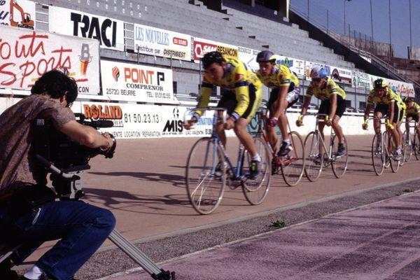 1992, sur l'ancien vélodrome de Besançon Jean-Marie Baverel, journaliste reporter d'images